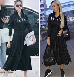 Vestiti a maniche lunghe pieghettate online-2019 Designer Women Dress High End Black Stand collare maniche lunghe pieghe lungo Womne Dress Letter Print Zipper Celebrity Style Dress