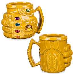 Fäuste handschuhe online-Neue Marvel Thanos Handschuhe Faust Kaffeetassen Anime Tassen und Becher Coole Kunststoff Infinity Gem Mark Cartoon Drink Bestes Geschenk für Kind