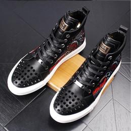 Laço estilo itália on-line-2019 novo estilo dos homens de alta hip-hop sapatos casuais homens preto moda lace up shoes itália moda lazer dobrável condução loafers g90