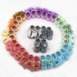 Calzini di fiori bambina online-Neonate Lace Flower Bow Tie Calzini Per Bebe Toddler Neonato Anti slip Slittamento Cotton Boat Floor 3 Pairs / Set
