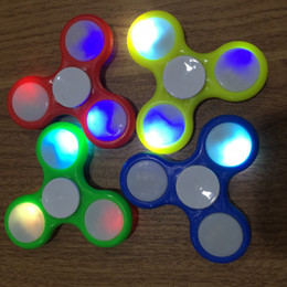 золотой ночник Скидка Night light fingertip top three leaf LED light children's colorful flash toy light fingertip top wholesale