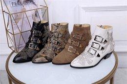 Bottes plus taille en Ligne-Luxe Susanna Cuir Cloutés Bottines Designer Bottes Real Nappa Leahter Femmes Bottines Rivets Or Martin Bottes Cowboy Boot Taille 42