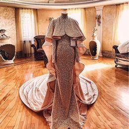 Blush prom nude sereia vestido on-line-Blush Rosa de Ouro Sequins Vestidos Pageant com longas Enrole Cape 2020 Robes de mariee Arábia Saudita Mermaid ocasião Prom vestido Wear