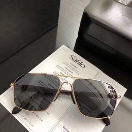 d267366af Nova Designer de moda óculos de sol 98023 quadro quadrado Simples dos homens  de negócios óculos de memória Especial de metal macio Óculos 100% proteção  ...