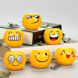 Piante in vaso da patio online-Mini Emoji Fioriere decorative Pentole Cartoon ceramica QQ Expression Plant Fioriere Fioriere Patio Forniture 6 stili