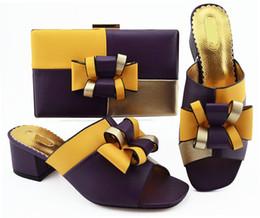 b robes sac à main Promotion Le sac à main de haute qualité de pompes de D.purple de couleur assortie a placé avec des chaussures habillées africaines de style de noeud papillon et un sac MM1086, talon 5.5CM