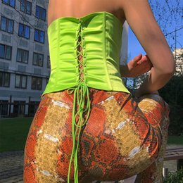 2019 spandex fuori dalle spalle Off the Shoulder Lace Up Fluorescent Crop Tops Abbigliamento donna Grossista Abbigliamento Abbigliamento 2019 Senza spalline Vita alta Shaper spandex fuori dalle spalle economici
