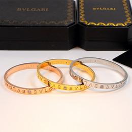 Nouveau bracelet en or avec diamants en Ligne-Nouvelle arrivée Top qualité marque Nom 316L Titane en acier bracelet avec diamant et logo pour les femmes bracelet mode bijoux de mariage cadeau PS6274A