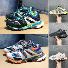 Nuovo arrivo Triple S 3.0 Track Sneakers Mens Oversize Trainers Luxury  Brand Womens Chunky Sneaker Lovers Designer Uomo Outdoor Arrampicata Scarpe  scarpe da ... f19a613af32