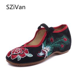 старая китайская обувь Скидка Fashion Chinese Women Flats Shoes Old Peking Mary Jane Phoenix Rose Embroidery Soft Sole Zapatos De Mujer Ballet Flat Size 43