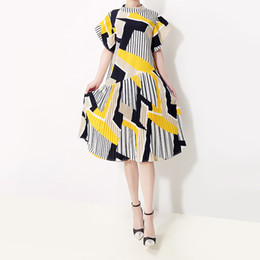 Vestidos coreanos bonitos do partido verão on-line-Novo 2019 Estilo Coreano Mulheres Verão Sundress Amarelo Listrado Impresso Feminino Bonito Midi Ocasional Do Partido Do Clube Vestidos Robe Femme F216