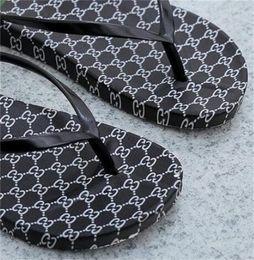 Flip flops in plastica online-Estate femminile infradito Pantofole di plastica piatte Moda indossando Baboosh antiscivolo Asciugatura rapida Stampa digitale Nero Bianco 5 6sl C1