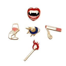 Wein-Schalen-Lippen Bloodsucking Mädchens Sleepless Night Broschen Pins Halloween Broschen Mode-Legierung Mens-Frauen-Kleidung Zubehör Charm Brosche von Fabrikanten
