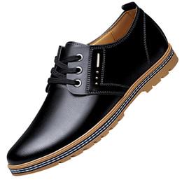 2019 chaussures décontractées pour hommes 2019 Nouveaux Hommes Casual Chaussures En Cuir Hauteur Augmenter Style Britannique Automne Mode Ascenseur Chaussures À Lacets Noir Marron Oxfords Hommes Chaussures chaussures décontractées pour hommes pas cher