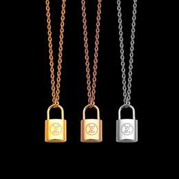 fascino di triangolo di rame Sconti gioielli di lusso argento Collana con ciondolo lucchetto in oro rosa Collana in oro 18 carati catena sottile donna stile collane moda