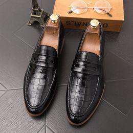 Zapatos de vestir de los hombres de gran tamaño online-Venta caliente-Hombres de lujo Zapatos de cocodrilo Boda Negro Formal con cordones Oxford Cuero Estampado Fiesta Hombre de negocios Vestido Marrón Zapatos de gran tamaño 47