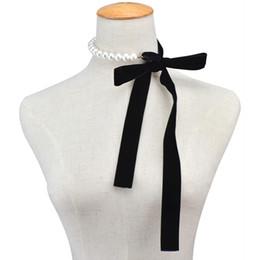 Perle choker halskette band online-Punk lange breite schwarze samtband choker fliege simulierte perle perlen charme kragen halskette gothic schmuck neujahrsgeschenke