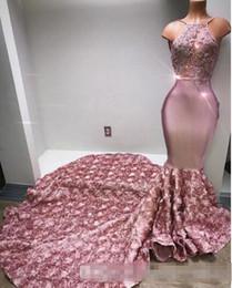 Vestidos de fiesta de color rosa lentejuelas online-Cascuff Ruffles Rose Pink Vestidos de fiesta largos Halter Sexy Back Rose Flower Sweep Tren Apliques Vestido de noche con lentejuelas con cuentas sirena