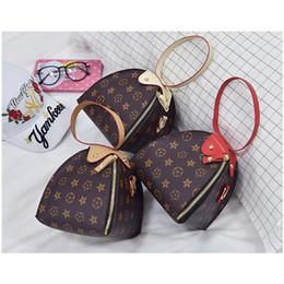 weihnachtshandtaschen Rabatt Kinder Luxus Handtaschen drucken Designer Mini Laterne Dreieck Geldbörse Umhängetaschen Teenager Kinder Mädchen PU Messenger Weihnachtsgeschenk B40