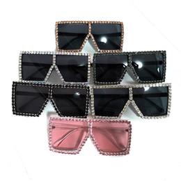 Diamanti artificiali online-Diamond Big Box Occhiali da sole esagerazione occhiali quadrati Uomini e donne fatti a mano brillante occhiali colorati rosa 24 5dt C1