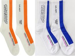 Lunghe bande bianche strisce nere online-Heron Preston Black White Orange Stripe Long Socks Calzini Moda Hip Hop Winter Autunno Streetwear Calzini