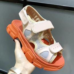 2018 Designer de femmes en cuir véritable parti plat mode rivets filles sexy pieds nus chaussures de mariage chaussures Double bretelles sandales taille 35-41. ? partir de fabricateur