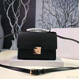 AAAAA new fashion high-end luxury shoulder bag 2019 new leather brand name  Messenger bag designer bag number  MK8669. ed13223913703