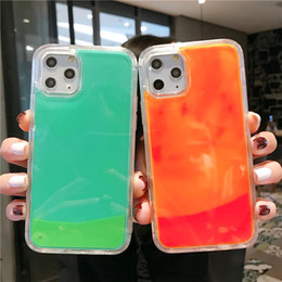 Lueur sombre couvre en Ligne-Cas lumineux au néon de sable pour l'iPhone 11 XR Pro XS Max X 6 6S S 7 8 Plus Glow In The Dark Liquid Glitter Quicksand Téléphone Couverture Capa