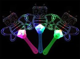 Hot LED Colorido de Plástico Piscando Mão Fan Night Glowing luz piscando Ventilador Crianças Brinquedos Decoração de Festa de Halloween Brinquedos de Natal de Fornecedores de noite de plástico brilhante