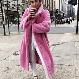 modelos femeninos delgados negros Rebajas Oso de peluche rosado larga capa de la chaqueta de las mujeres del invierno 2019 caliente grueso fornida de gran tamaño prendas de vestir exteriores del sobretodo de lana de cordero imitación de las mujeres abrigos de pieles