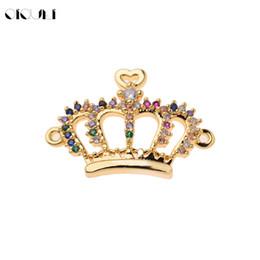 kronenförmige perlen Rabatt OIQUEI Luxus Bunte Strass Gold King Crown Form Connectors Charms CZ Kupfer Spacer Perlen Für DIY Armband Schmuckherstellung
