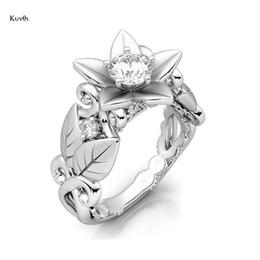 Anello nuziale romantico fiore placcato argento unico fiore foglie di cristallo amore anello regali gioielli per la femmina supplier unique romantic gifts da regali romantici unici fornitori