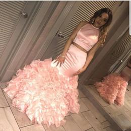 2019 dos piezas de vestidos de color rosa formal Pink Two Piece Prom Dresses 2019 Mermaid Jewel Neck Ruffles Backless Vestidos para ocasiones especiales Vestidos de noche formales Vestidos Vestidos dos piezas de vestidos de color rosa formal baratos