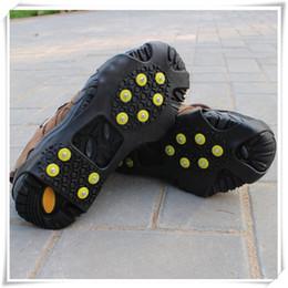 Crampi di gomma online-Impugnature per la neve sul ghiaccio sopra la scarpa Scarpette da trazione Tacchetti in gomma Antiscivolo 10 ramponi a perno Calzature antiscivolo di alta qualità