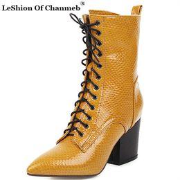 2020 le donne di ufficio vestono il sesso 2020 nuovo arrivo del serpente Stampa Stivaletti per le donne Point Toe Lace Up Stivali Chunky vestito dal tallone scarpe da donna Scarpe Ufficio sesso le donne di ufficio vestono il sesso economici