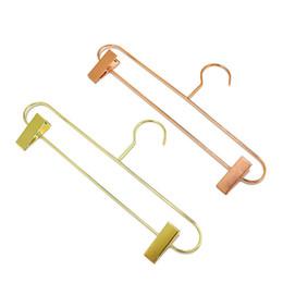 2019 suporte de rack cabide Estilo nórdico Subiu de Metal de Ouro Calças de Ferro Cabide Rack de Calças Saia Roupas Clipe Stand Cabide ZC0321 suporte de rack cabide barato