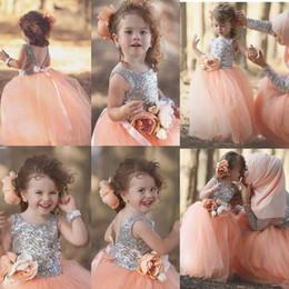 zwei tone ball kleider Rabatt Cute Peach Puffy Tüll Mädchen Festzug Kleider Silber Pailletten Top Backless Wasit Mit Blume Erstkommunion Sparkly Flower Gilrs Dress