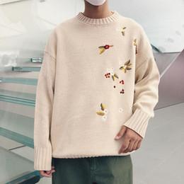 1bf59574abdb8 Otoño e invierno nuevo suéter de los hombres de la manera caliente bordado  de flores flojo ocasional del o-cuello de manga larga jersey de hombre ropa