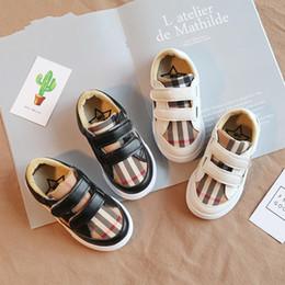Sapatas do gramado on-line-Crianças Moda Sneakers Criança Tarja Xadrez Sapatos Casuais Primavera Outono Crianças Sapatilhas Designer Baby Boy Running Shoes