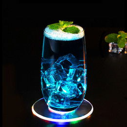 Colchoneta led online-Bar Posavasadores Coaster Cup Mat Acrílico Ultra-delgado LED Moster Forma Redonda Luminosa Cocktail Bebida Posavas Posaver Party Club Bar Supply