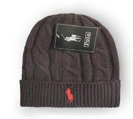 punto negro sombrero estrella roja Rebajas Nuevos diseñadores unisex Spring Sombreros de invierno para los hombres de lana para hombre de la gorrita tejida de punto capo Hombre Polo Beanie Gorro de punto Chapéu espesa el casquillo caliente