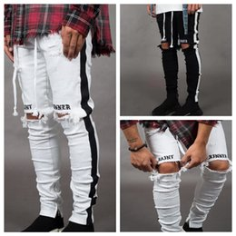 Полосатая джинсовая ткань онлайн-Мужские дизайнерские рваные джинсы с рваными рваными полосатыми джинсовыми брюками на молнии Узкие хип-хоп байкерские джинсовые брюки скинни LJJA2543