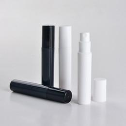Bouteille de parfum 4ml en Ligne-Mode 2ml 3ml 4ML 5ml 5CC Mini Portable Package D'essai En Plastique Bouteille De Parfum Avec Pulvérisation Et Vide Tube à Essai De Parfum Noir Blanc VVA477