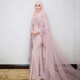 Vestidos de noche de las mujeres musulmanas modernas online-Dusty Pink musulmán vestidos de noche de manga larga con cabo musulmanes mujeres nupciales vestidos formales apliques vestidos de fiesta