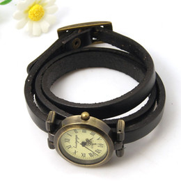 оберточная черная кожа Скидка Женские наручные часы 5шт. Тройные кожаные браслеты с наручными часами, с компонентами из сплава