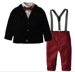 c4f49675e2d24 Nouveaux enfants costume costume garçons veste + pantalon à lanière +  chemise à manches longues + costume robe noeud papillon