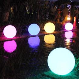 Luci a led galleggianti online-Thrisdar Outdoor ricaricabile Glow Globe Ball luce 16 colori wireless piscina galleggiante globo luce per bambini camera da letto partito