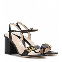 Calcanhar aberto do dedo do pé on-line-Moda semana mulheres retro bloco saltos Marmont embelezado sandálias de couro dedo aberto Sandallias hardware decoração saltos sandálias de verão