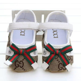 2019 lenzuola in gomma New Baby Girl Shoes Cute Princess Bowknot Kid antiscivolo sulle scarpe 0-18 mesi Toddler Crib Hook Loop First Walkers