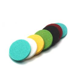 Collier diffuseur à huiles essentielles en Ligne-10 rondelles de feutre colorées 3 * 26mm entretoises de diffuseur d'huile essentielle pour pendentif de diffuseur d'huile essentielle collier
